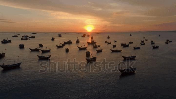 Video thuyền đánh cá ở Mũi Né buổi chiều hoàng hôn chất lượng Full HD