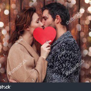 120 ngàn hình ảnh cặp đôi hôn nhau trong ngày lễ Valentine tuyệt đẹp
