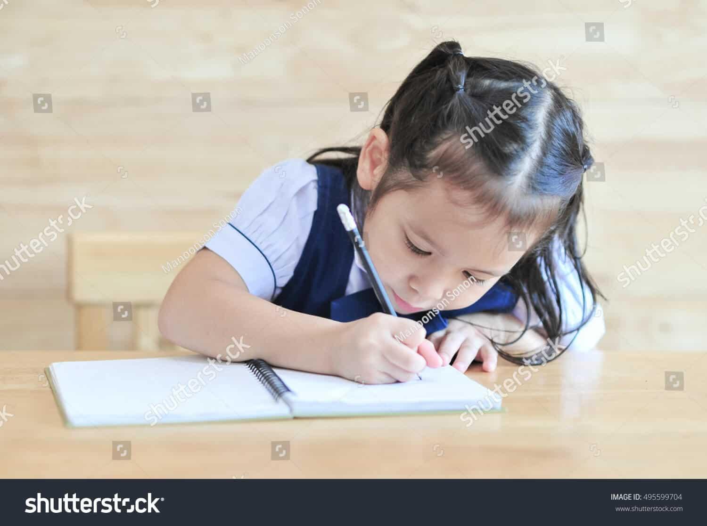 248 ngàn hình ảnh trẻ em ngồi viết chữ chất lượng cao trên Shutterstock